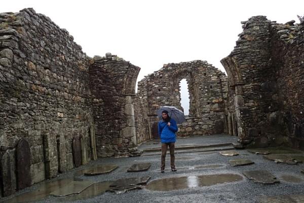 glendalough catedral interior irlanda