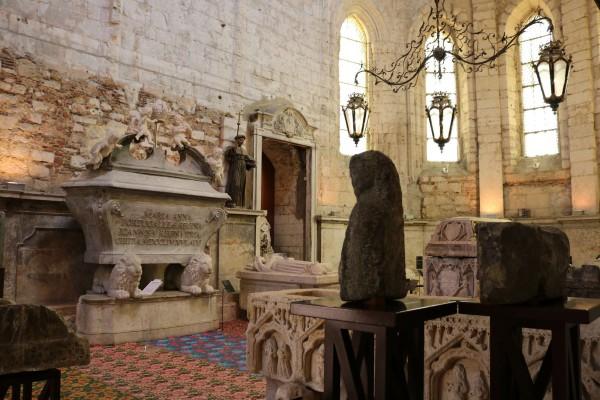 convento carmo interior lisboa portugal