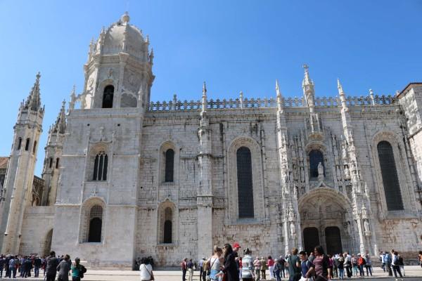 iglesia santa maria exteiror lisboa portugal
