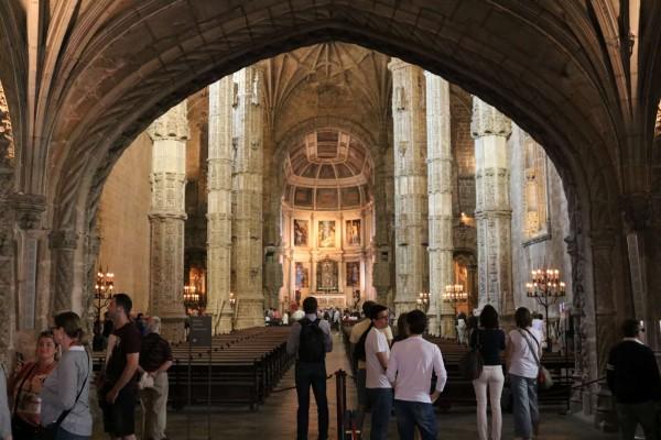 iglesia santa maria interior lisboa portugal