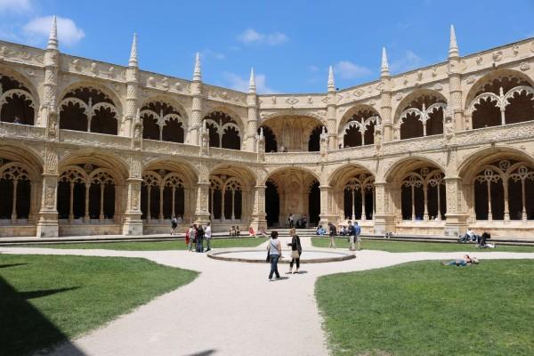monasterio de jeronimos lisboa portugal