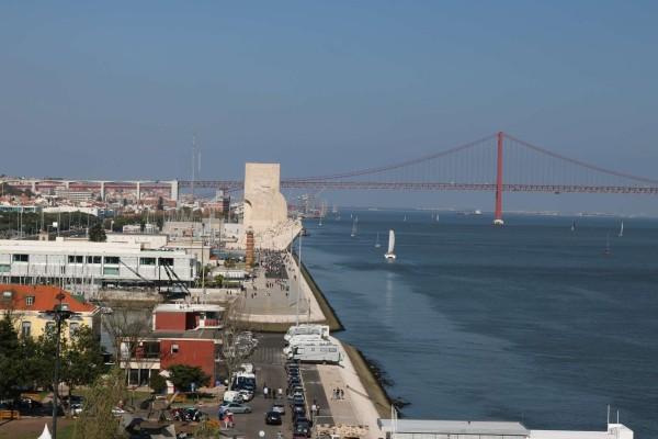 puente padre descubrimientos desde torre de belem lisboa portugal